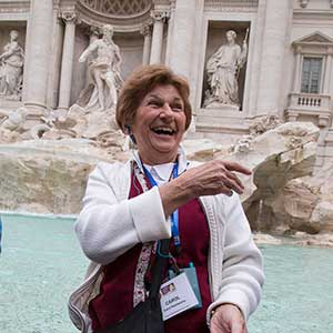 10 throwing coins in Trevi Fountain_twitter.jpg