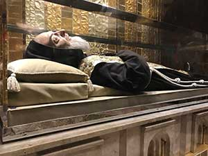 19 Incorrupt Body of Saint Pio.jpg